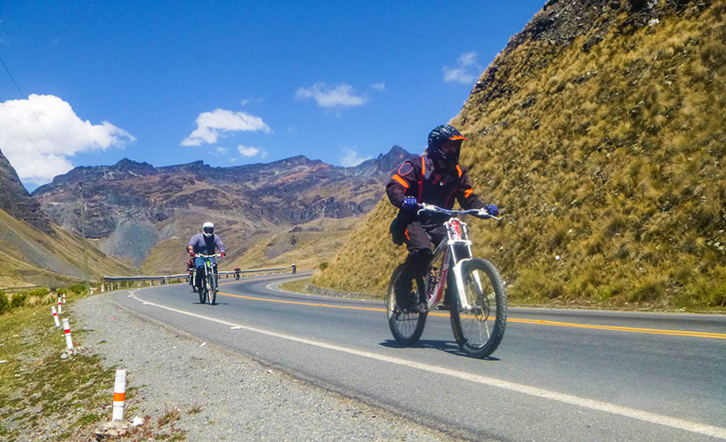 cycling down bolivia death road